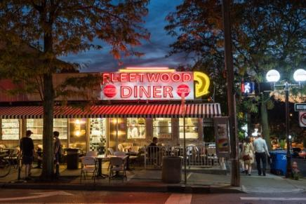 Fleetwood Diner at night
